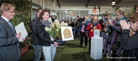 Overhandiging aan Saskia Janssen van Valkplant BV